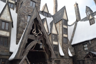 You can drop by the Three Broomsticks for a nice meal - they do a lot of traditional British dishes to give you that proper Hogwarts experience.